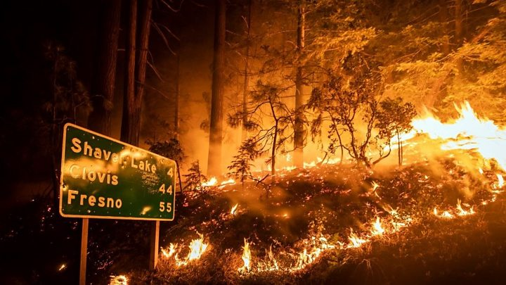 california wildfires hikers rescued as blazes rage
