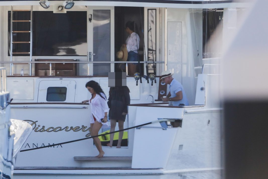 jeff bezos seen relaxing on yacht with girlfriend lauren sanchez on cabo vacation after quitting as amazon ceo