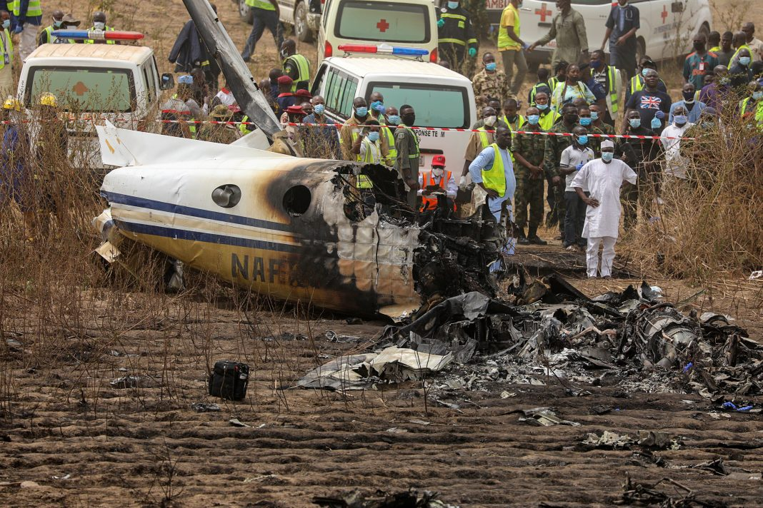 nigeria plane crash hundreds of screaming passengers watch as jet crashes in ball of flames killing all 7 on board